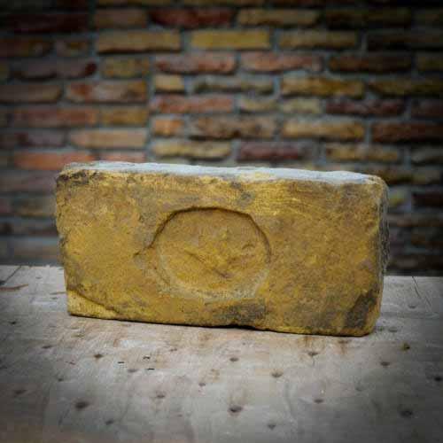 Dávid csillagos címeres sárga nagyméretű antik tégla