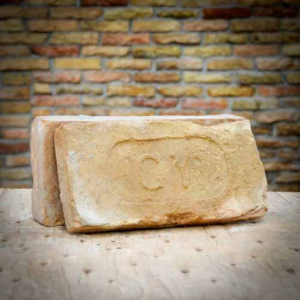 GY címeres vágott nagyméretű bontott antik tégla