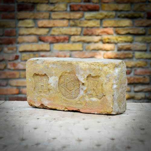 H.K. Dávid csillagos címeres pecsétes nagyméretű bontott egész műemlék tégla sárgás színben
