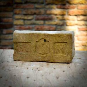 Salgótarjáni Egyesült Rt. címeres bontott antik tégla Sárgás színben