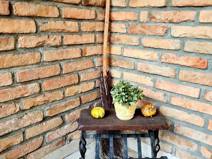 Vágott, bontott burkolótégla, antik falburkolat készítéséhez